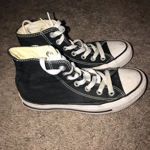 Two pairs of converse, size 5